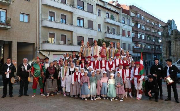 Integrantes del grupo de danzas Kriskitin, impulsor de Durango Folk. / E. C.