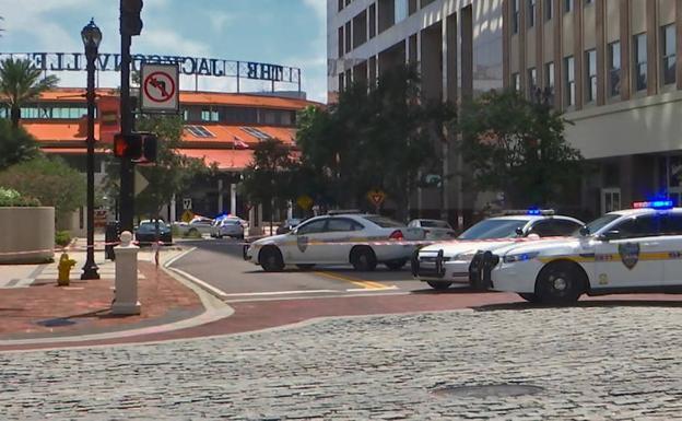 Víctimas mortales tras tiroteo en un centro comercial de Florida