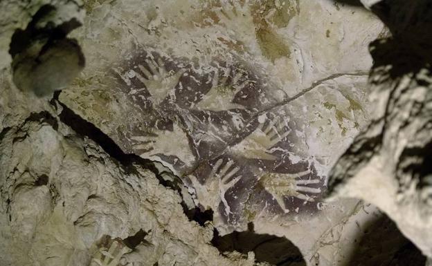 Arqueólogos descubren la pintura rupestre más antigua de la historia... ¡Conócela!