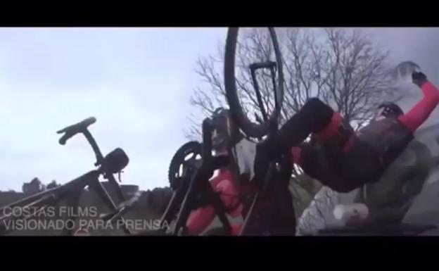 Filmaban un documental en bicicleta y terminaron atropellados