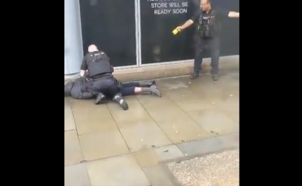 Cinco personas fueron apuñaladas en un centro comercial en Manchester, Inglaterra