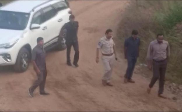 Actualidad: Indios felicitan a la Policía por matar a acusados de violación