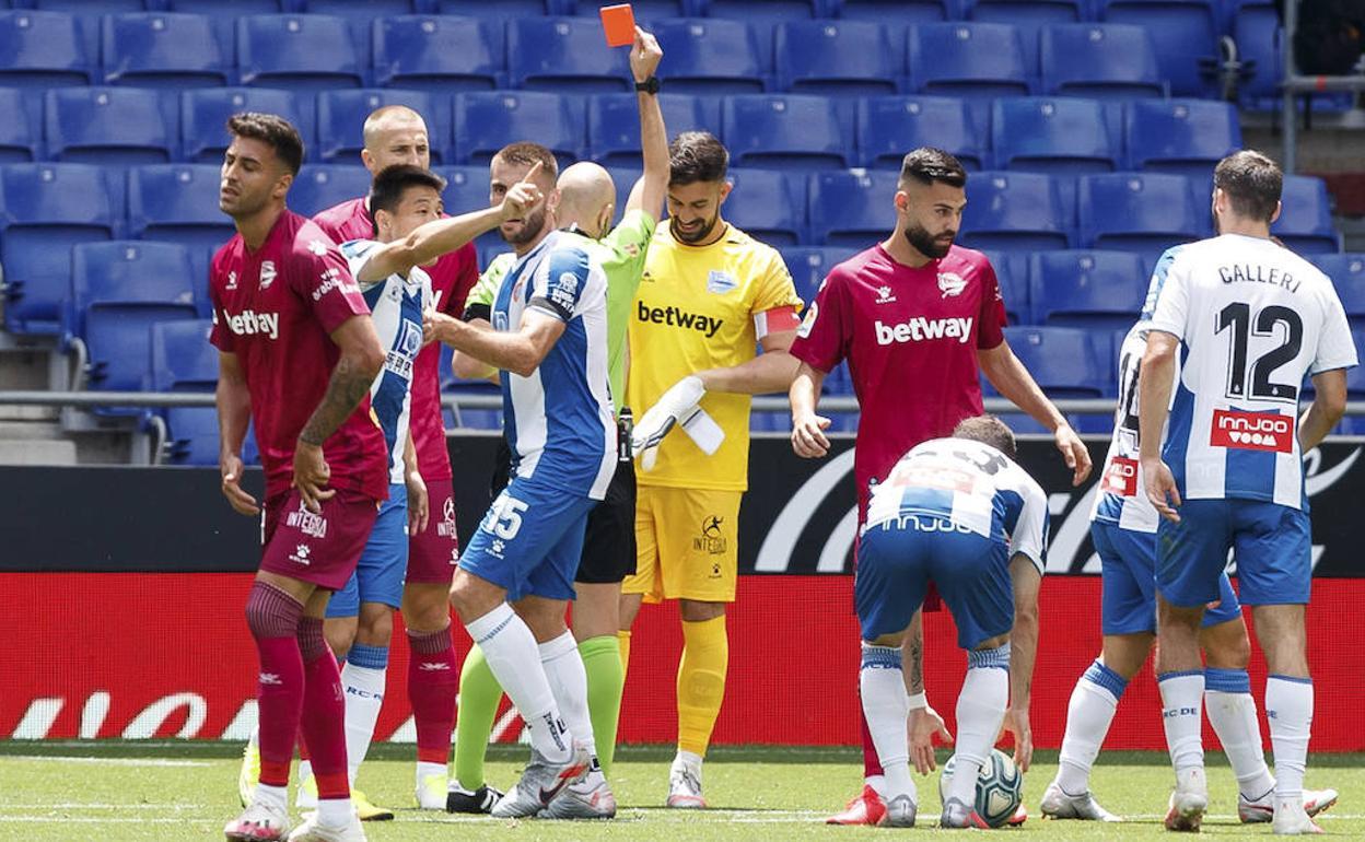 Pacheco es expulsado y Roberto debuta como albiazul | Alaves - El ...