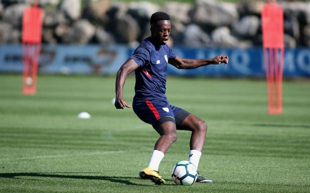 Iñaki Williams, durante un entrenamiento del Athletic.