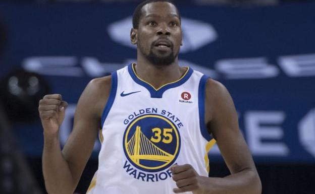 Durant lidera a los Warriors con permiso de Curry. /EFE