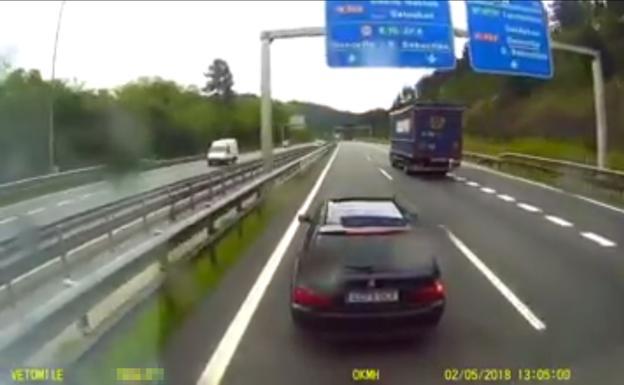 Resultado de imagen de Incidente en el corredor del Txorierri entre un coche y un camión por un adelantamiento