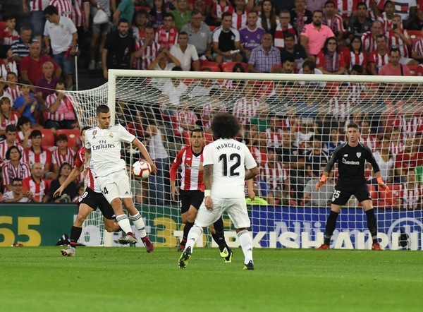 Athletic y Real Madrid en el partido de Liga 2018 - 2019./Fernando Gomez