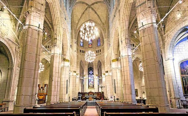 Leds para resaltar el arte de la catedral de santa mar a el correo - Iluminacion vitoria ...