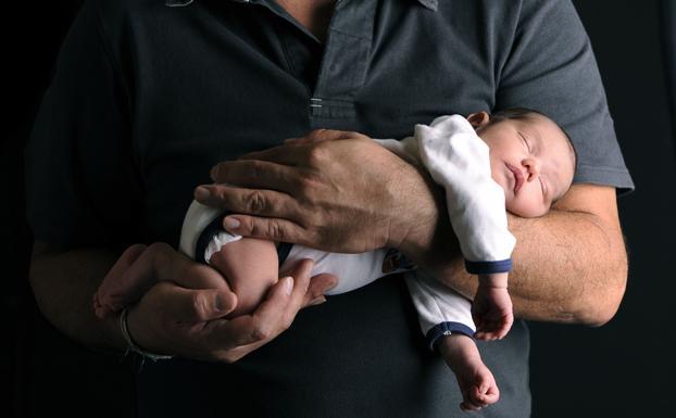 Bizkaia se desmarca y decide devolver las retenciones por las prestaciones por paternidad