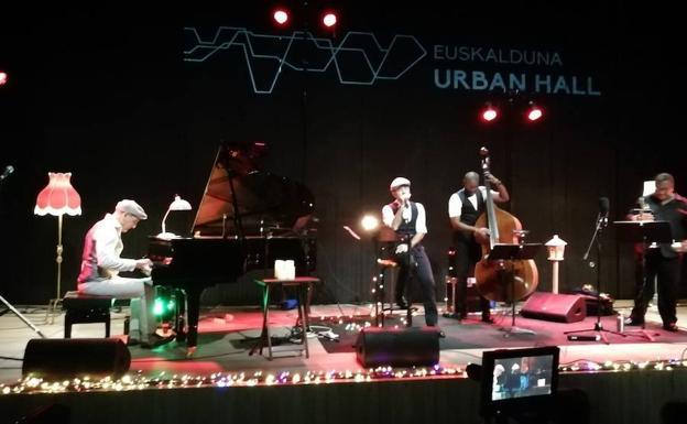 The Basque-Cuban quartet in the Barria room.