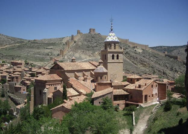 Las murallas protegen el casco antiguo de Albarracín.