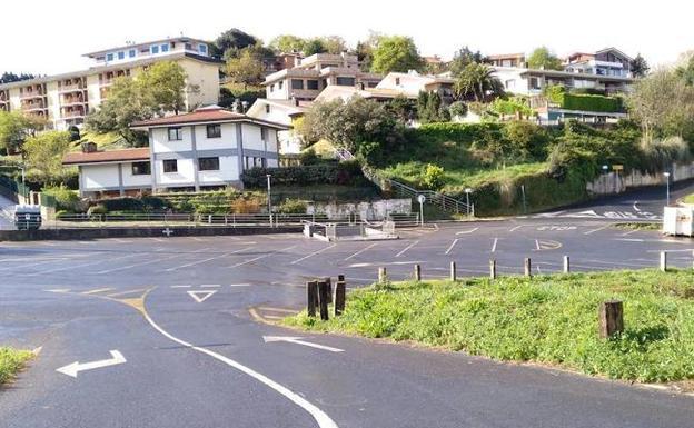 El aparcamiento de autocaravanas se encuentra en la parte alta de La Benta. /  B .U.