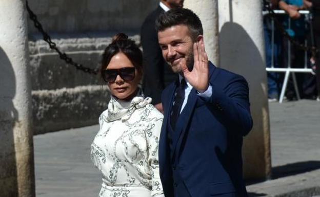 e7dc08dad1 Colores prohibidos, gafas de sol y mucha pedrería: analizamos los looks de  los invitados a la boda de Pilar Rubio y Sergio Ramos