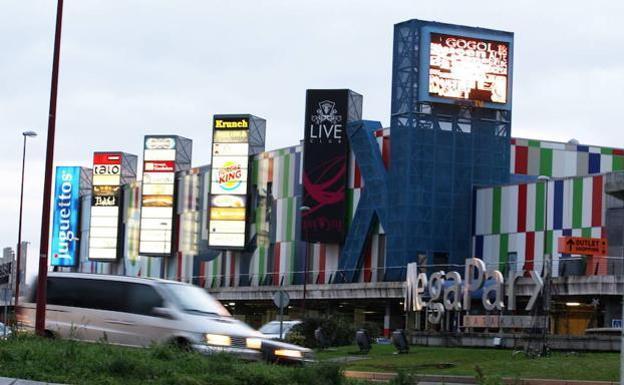 verano Gracioso elevación  Adidas, el gigante mundial de la moda deportiva, aterriza el jueves en  MegaPark | El Correo