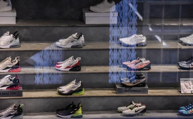 Dificil Inmundo Campaña  Nike retira unas zapatillas con la vieja versión de la bandera de EE UU |  El Correo