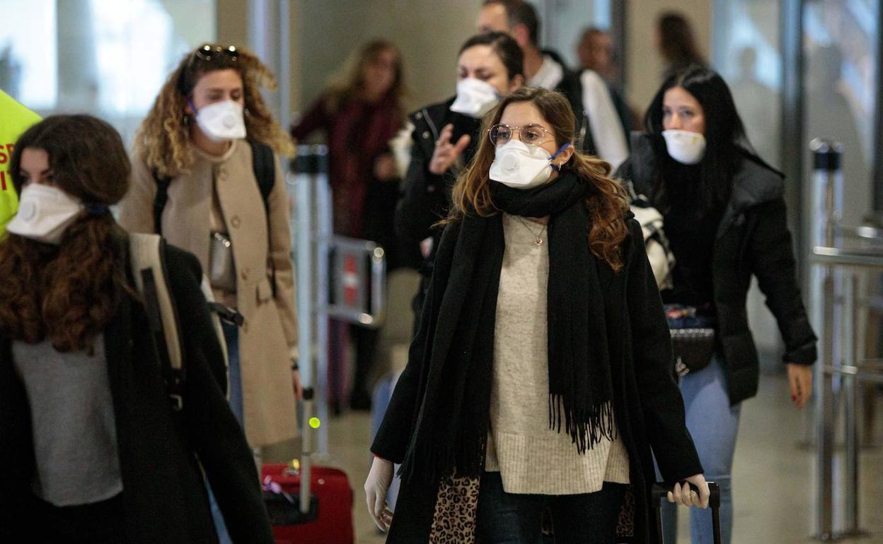Es necesario llevar mascarillas por la calle para evitar el coronavirus? |  El Correo