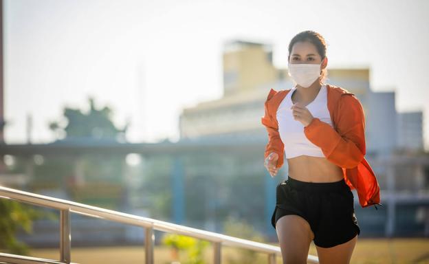 Recomendable la mascarilla para correr o andar en bici en espacios urbanos  | El Correo