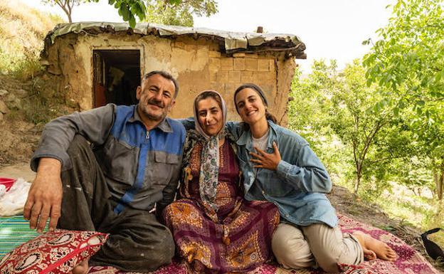 Un viaje anterior de Ana Zamorano en el que ella está con una familia de Irán.