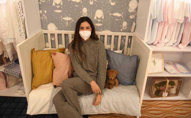 Adriana del Toro, de la firma Ba-pi, en su puesto de pijamas de algodón.