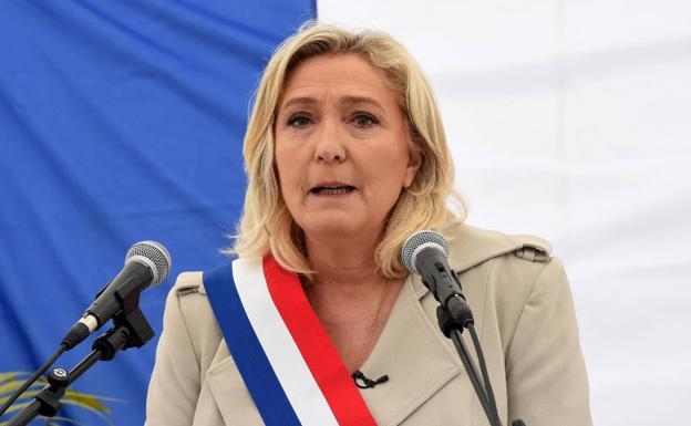 El 60% de los policías y militares franceses votará a Le Pen   El Correo