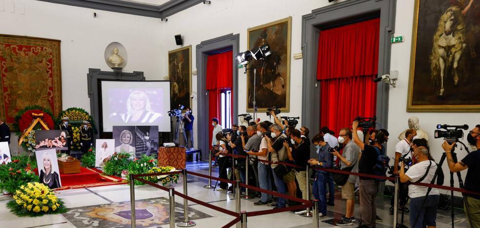 Despedida para la heroína Raffaella Carrà | El Correo
