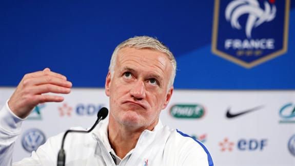 Deschamps, ante los medios. /