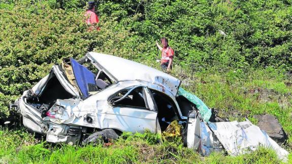 Resultado de imagen de coche siniestrado en la montaña ver fotos